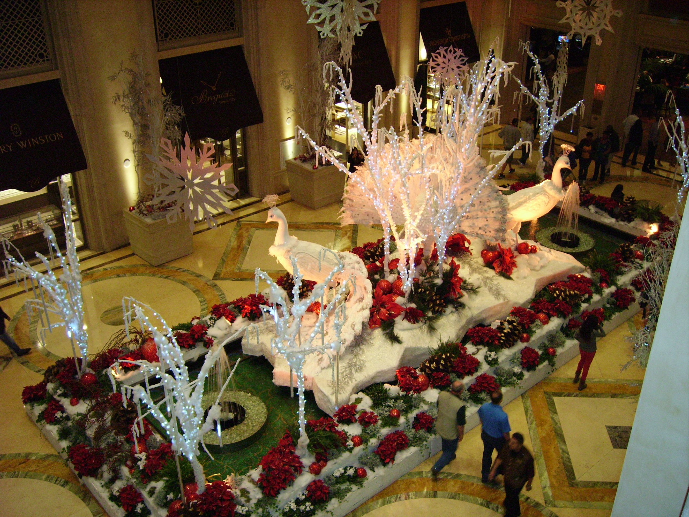 Christmas in las vegas savvy entertaining for When does las vegas decorate for christmas