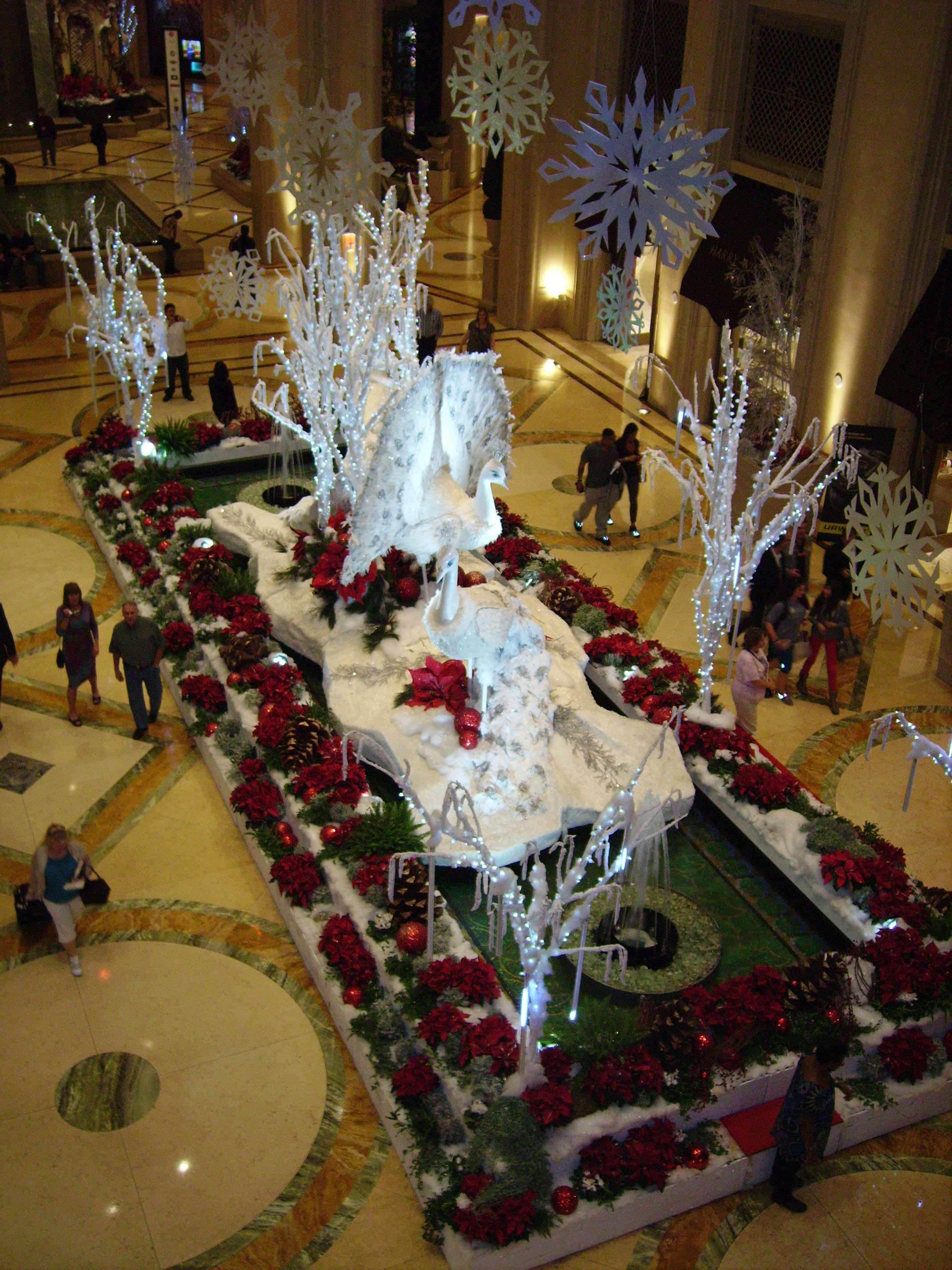 The venetian savvy entertaining for When does las vegas decorate for christmas