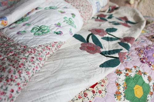 quilts pile