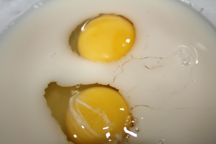 Lightly whip eggs into yeast.