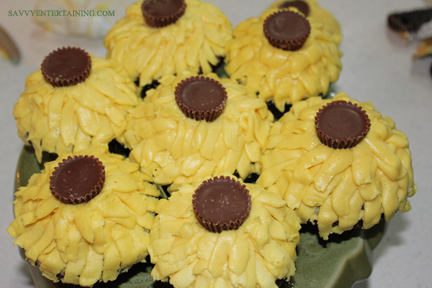sunflower cupcakes finished