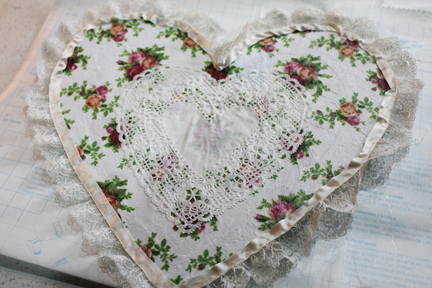 deco heart with lace
