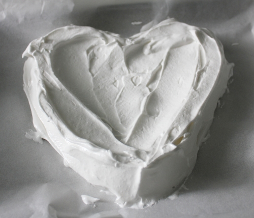 Line a baking sheet with parchment. Form a heart, using a spoon to spread out the meringue (or a circle). You want the edges to be higher than the middle.