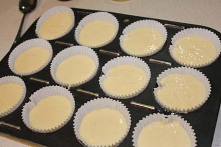 how full to make cupcakes